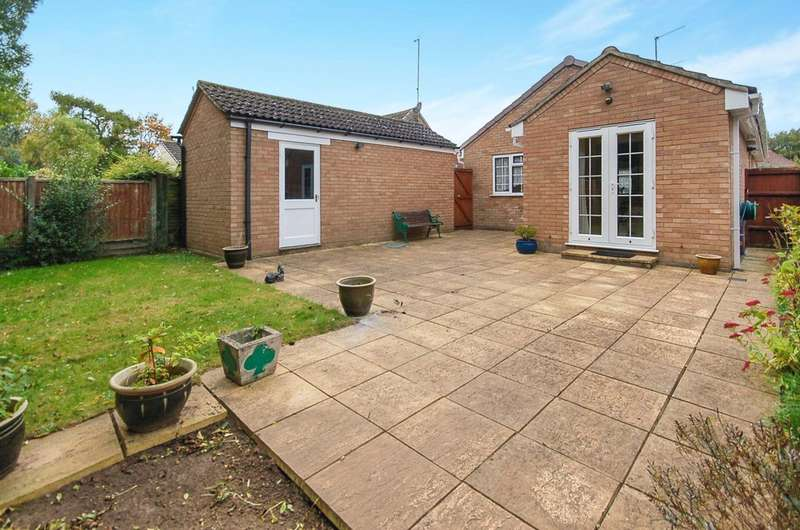 2 Bedrooms Detached Bungalow for sale in Dryden Close, Thetford