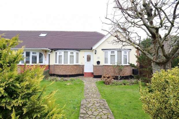 2 Bedrooms Bungalow for sale in Bahram Road, Polegate, BN26