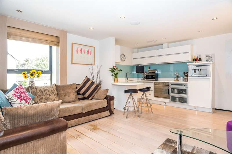 2 Bedrooms Flat for sale in The Place, 564 Harrogate Road, Leeds, West Yorkshire, LS17