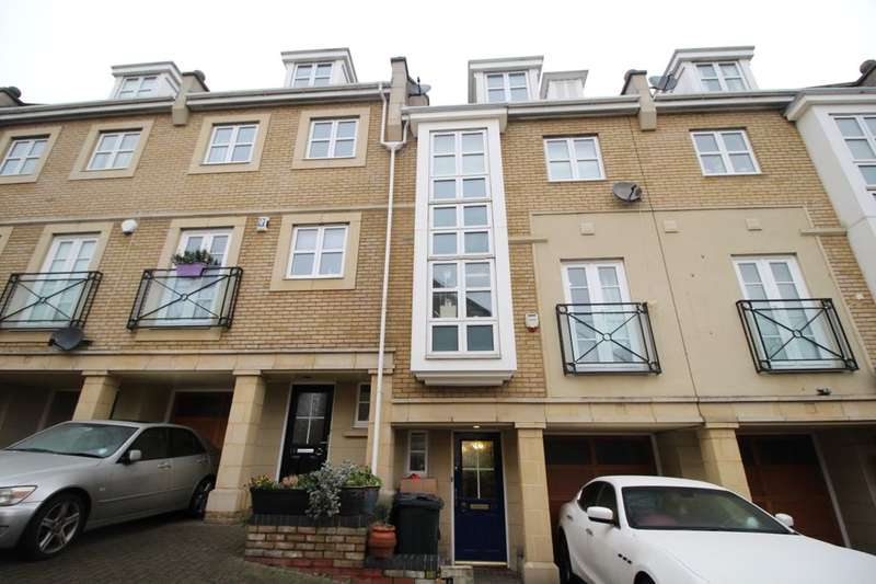 4 Bedrooms Property for sale in Kingfisher Drive, Greenhithe, DA9