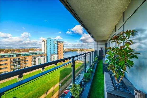 2 Bedrooms Flat for sale in Ferry Court, Cardiff, South Glamorgan