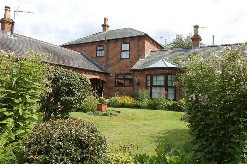 3 Bedrooms Cottage House for sale in Jewison Lane, Sewerby, East Riding Of Yorkshire, YO15