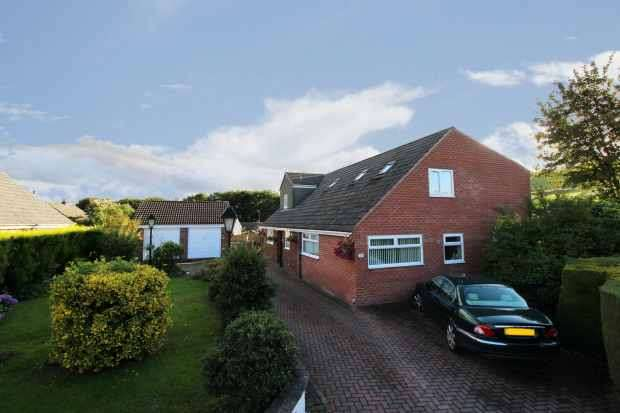 6 Bedrooms Detached House for sale in The Greens, Rochdale, Lancashire, OL12 8AQ