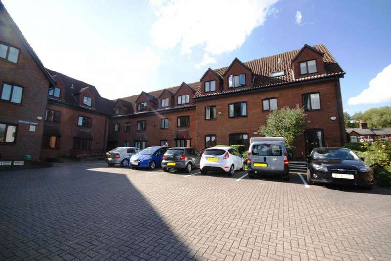 1 Bedroom Retirement Property for sale in Sawyers Court, Chelmsford Road, Brentwood, Essex, CM15