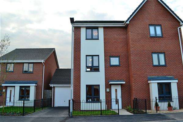3 Bedrooms Semi Detached House for rent in Mullion Drive, Wolverhampton