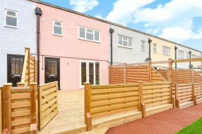 3 Bedrooms Maisonette Flat for sale in High Street, Orpington