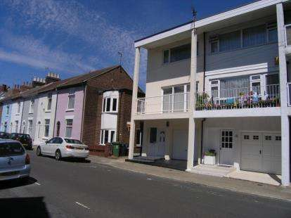 2 Bedrooms House for sale in Southsea, Hampshire
