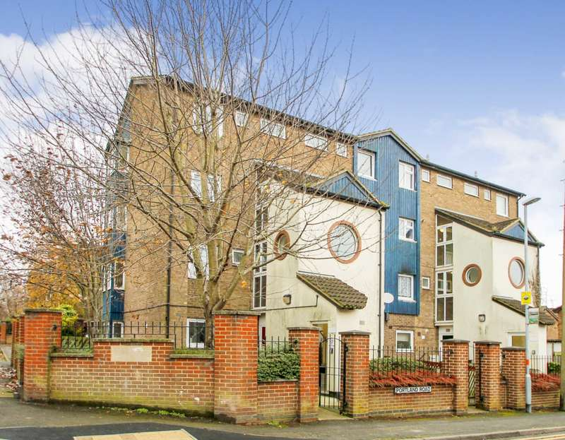 3 Bedrooms Duplex Flat for sale in Cromwell Road, Rushden