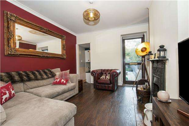 3 Bedrooms Terraced House for sale in Godstone Road, WHYTELEAFE, Surrey, CR3 0EB