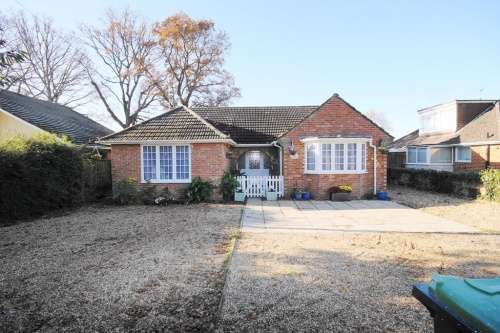 4 Bedrooms Bungalow for sale in Station Road, West Moors, Ferndown, Dorset