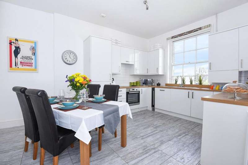 3 Bedrooms Flat for sale in Fulham Road, Chelsea