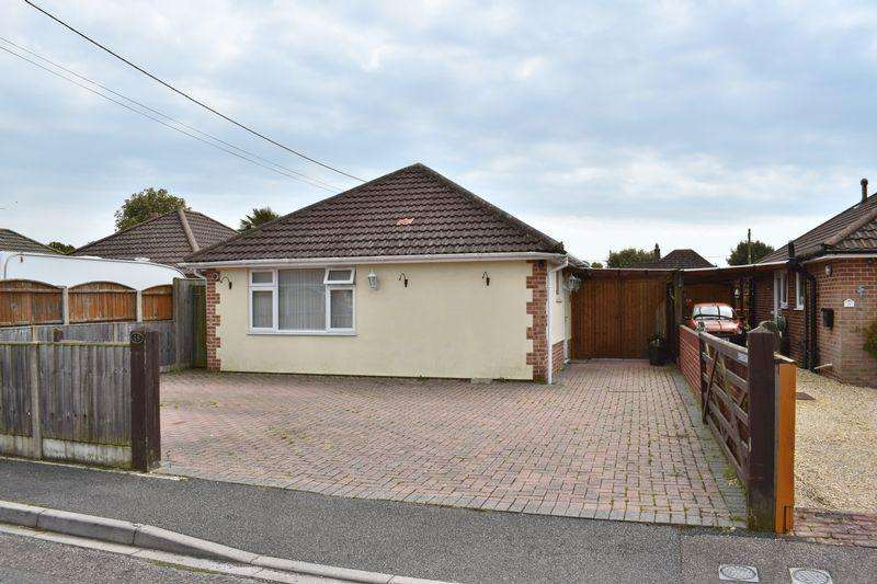 2 Bedrooms Detached Bungalow for sale in Stanley Road, Southampton