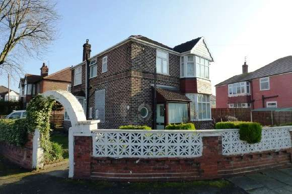 4 Bedrooms Detached House for sale in Strathmore Avenue, Old Trafford, Manchester