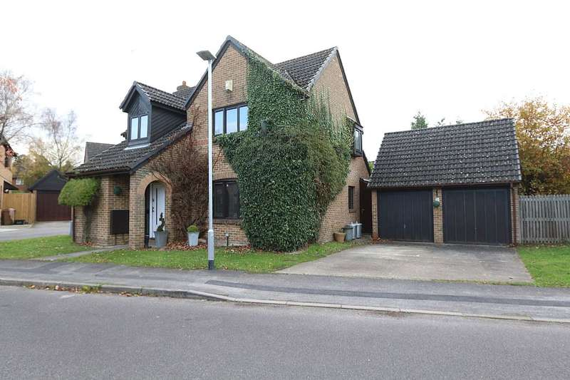 4 Bedrooms Detached House for sale in Greenfield Way, Crowthorne, Berkshire