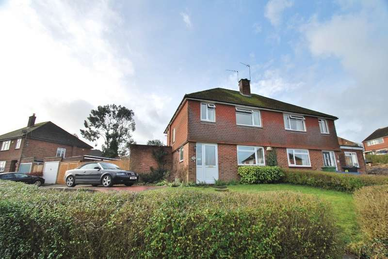 3 Bedrooms Semi Detached House for sale in Chapmans Crescent, Chesham, HP5