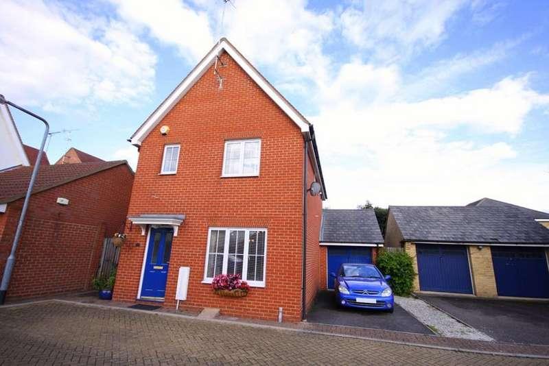 3 Bedrooms Detached House for sale in  Little Street, Waltham Abbey, Essex, EN9