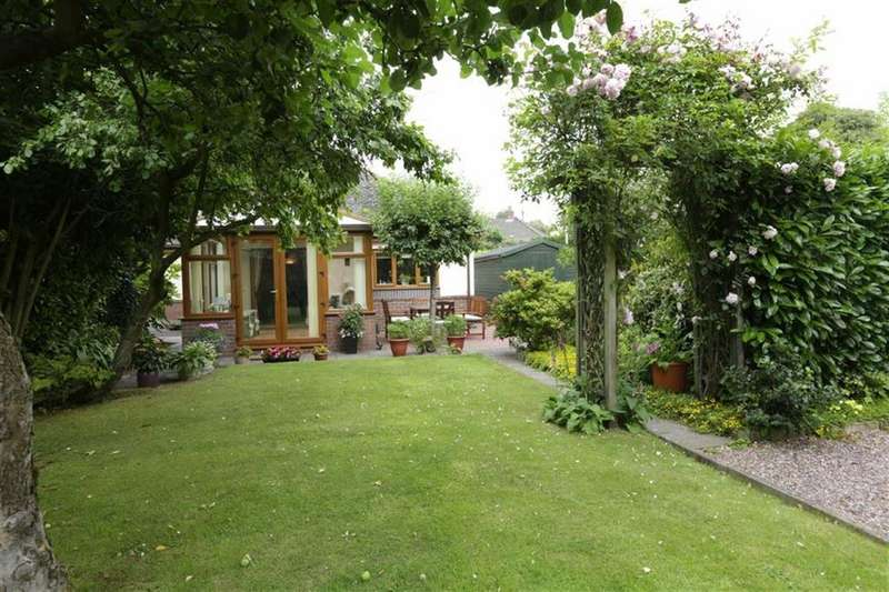 2 Bedrooms Detached Bungalow for sale in The Chalway, Woore, Cheshire