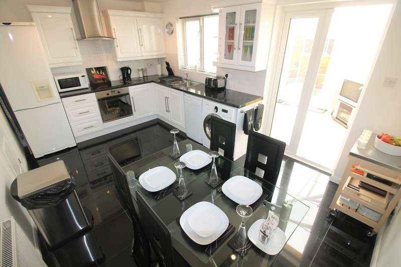 3 Bedrooms Semi Detached House for sale in Bridgelake Drive , Woodfield Plantation DN4