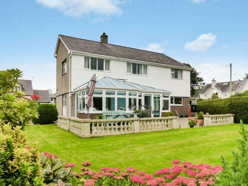 4 Bedrooms Detached House for sale in Caeathro