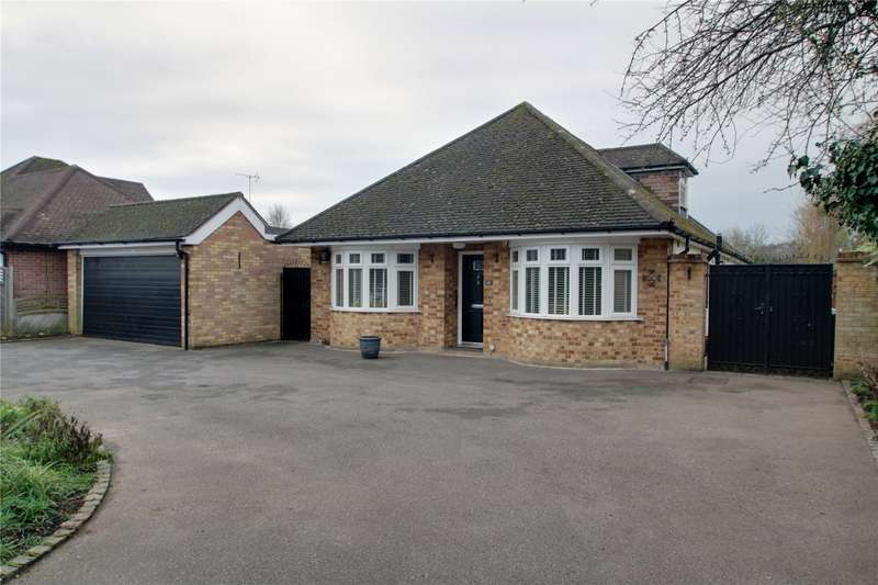 5 Bedrooms Detached Bungalow for sale in Staines Lane, Chertsey, Surrey, KT16