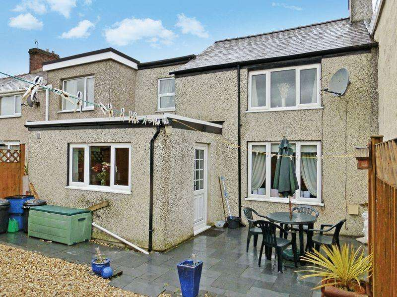 2 Bedrooms Terraced House for sale in Bethel
