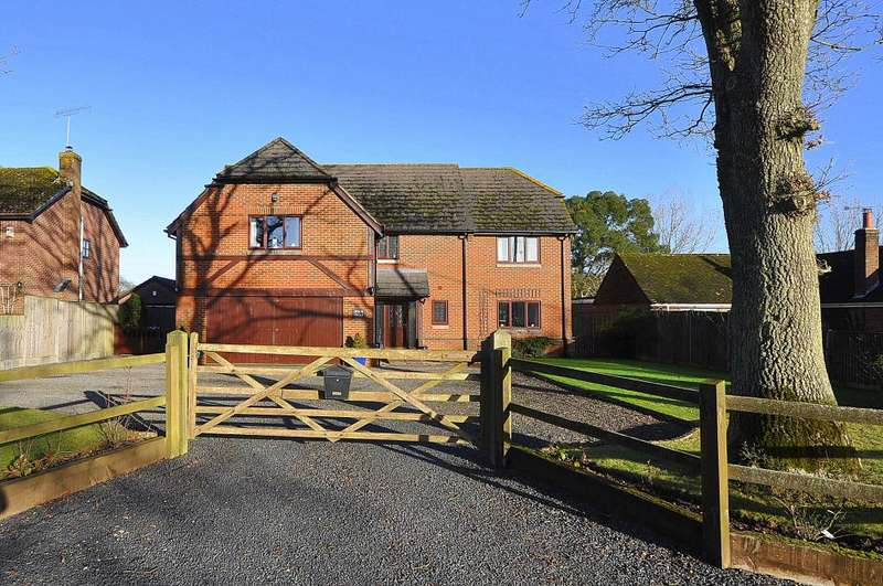 5 Bedrooms Detached House for sale in Four Oaks