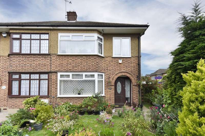 3 Bedrooms Semi Detached House for sale in Millbrook Gardens, Chadwell Heath, Romford, RM6