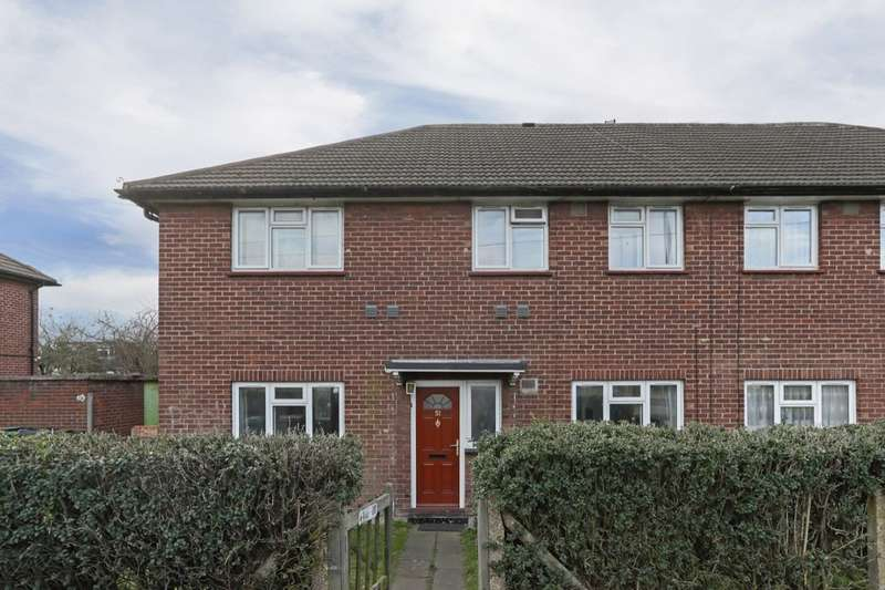 2 Bedrooms Flat for sale in Eastern Avenue West, Chadwell Heath, Romford, RM6