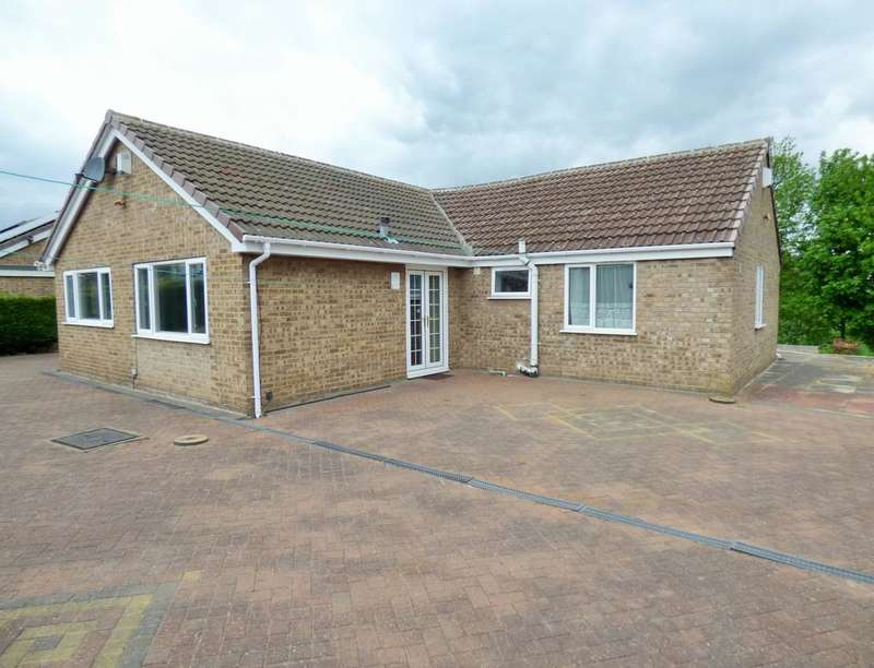 5 Bedrooms Detached Bungalow for sale in Glenbrook Drive, Bradford, BD7