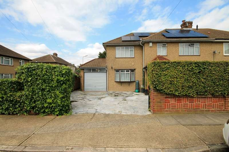 4 Bedrooms Semi Detached House for sale in Dunster Close, Romford, RM5