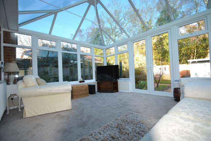 2 Bedrooms Bungalow for sale in West Parley