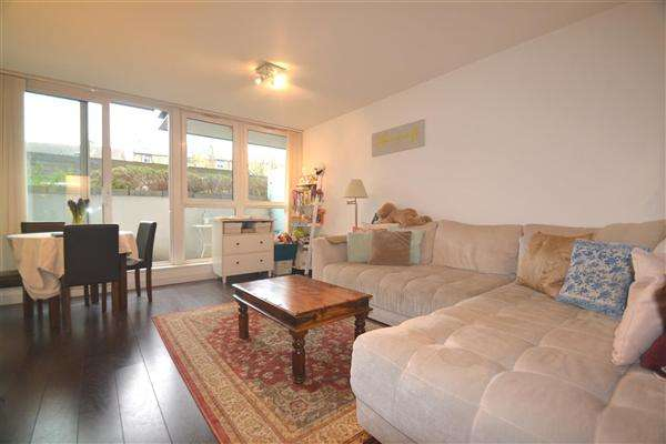 1 Bedroom Apartment Flat for sale in Phoenix Way, Spanish Road, London