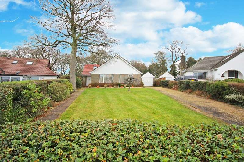 4 Bedrooms Detached Bungalow for sale in Wellington Avenue, Friars Cliff, Christchurch