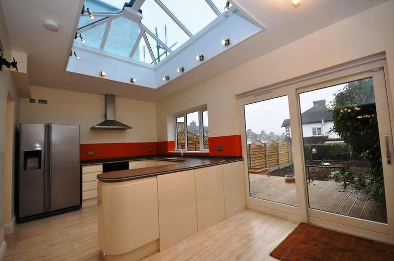 3 Bedrooms Terraced House for sale in Ashbourne Avenue, South Woodford