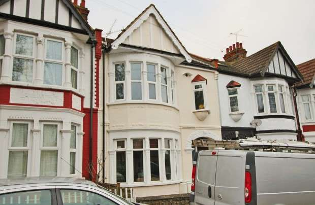 1 Bedroom Flat for sale in Inverness Avenue, Westcliff-on-Sea, SS0