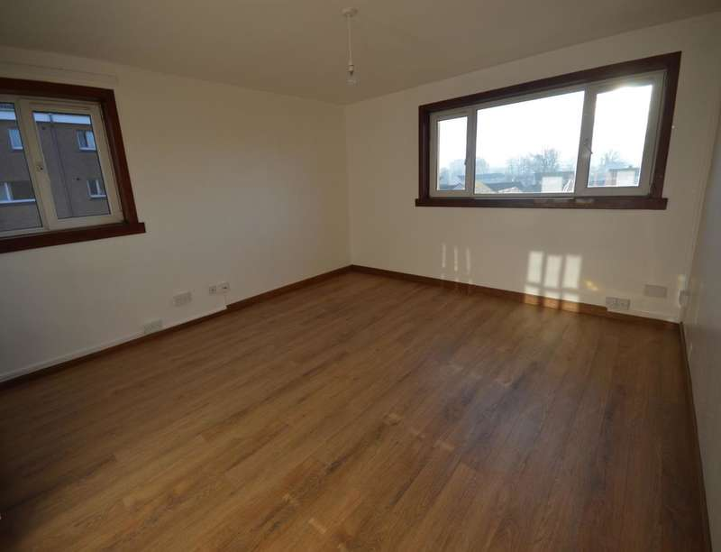 3 Bedrooms Flat for rent in Mackintosh Road, Inverness, IV2