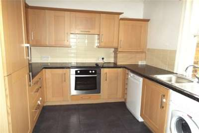 2 Bedrooms Flat for rent in Bouverie Road West, Folkestone