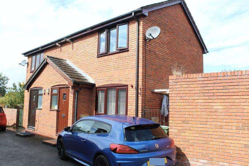 2 Bedrooms Semi Detached House for sale in Clive Road, Monkmoor, Shrewsbury, SY2 5QN