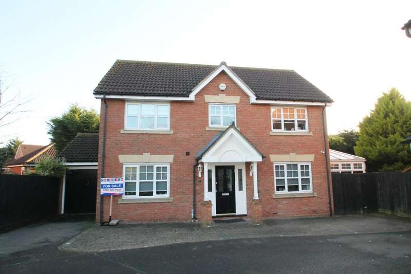 4 Bedrooms Detached House for sale in ACLE CLOSE, HAINAULT/CHIGWELL BORDERS