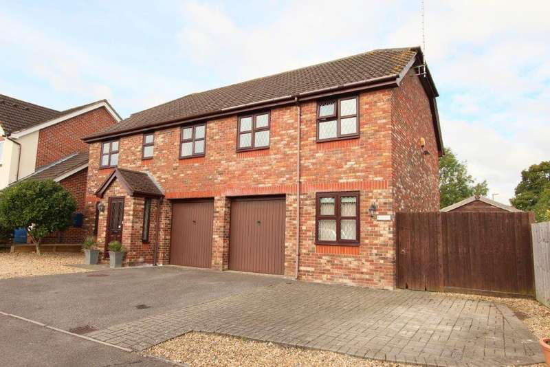 5 Bedrooms Detached House for sale in Stanier Way, Grange Park SO30
