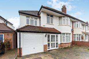 4 Bedrooms Semi Detached House for sale in Bennetts Way, Shirley, Croydon, Surrey