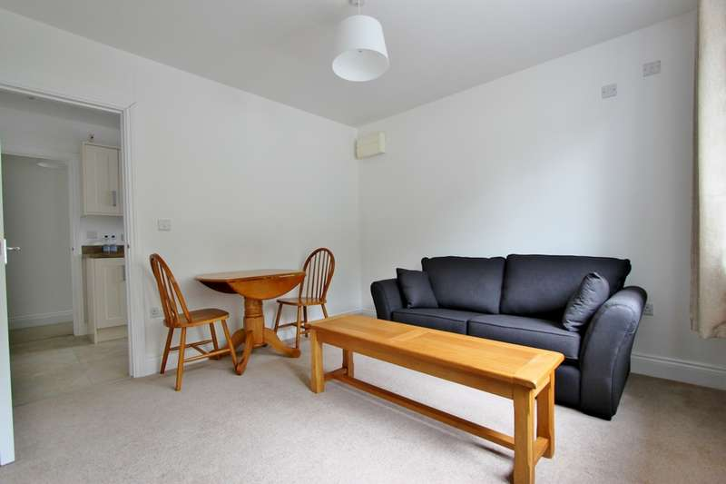 2 Bedrooms House for rent in Mill Road, Worthing, BN11