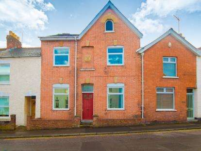 4 Bedrooms Terraced House for sale in Taunton, Somerset