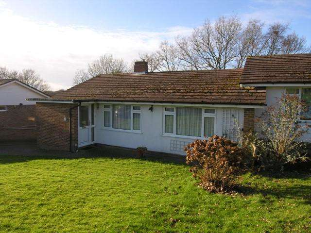 2 Bedrooms Semi Detached House for rent in Cuckoo Drive, Heathfield, TN21 8AR