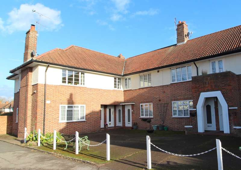 2 Bedrooms Maisonette Flat for rent in Greenview Court, Ashford, TW15