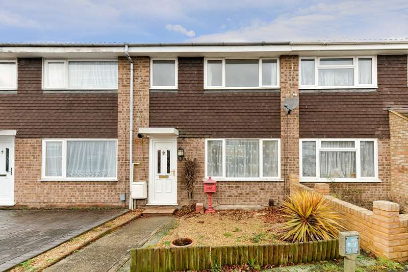 3 Bedrooms Terraced House for sale in Thackeray Close, Royston, SG8