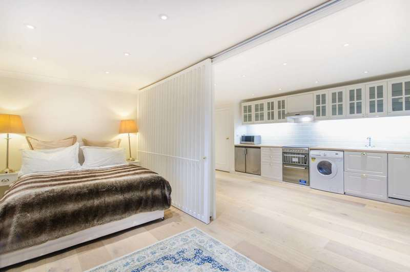 1 Bedroom Flat for sale in Earls Court Square, Earls Court, SW5