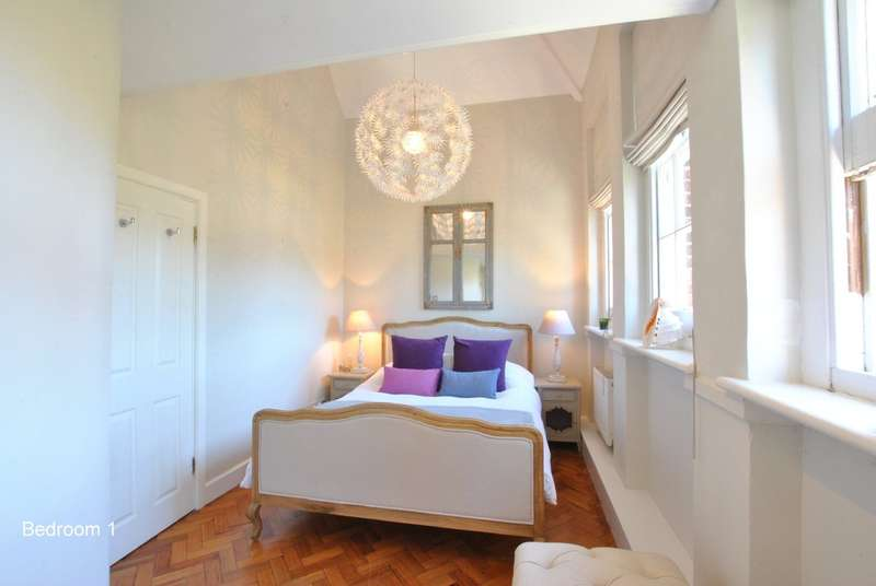3 Bedrooms Semi Detached House for sale in Mark Street, Reigate
