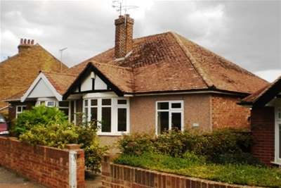 2 Bedrooms Semi Detached Bungalow for rent in Chilton Lane, Ramsgate