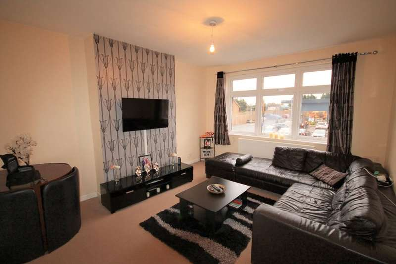 2 Bedrooms Flat for sale in Collier Row Road, Romford, RM5